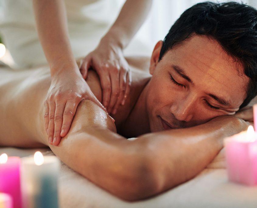 homme-relax-massotherapie